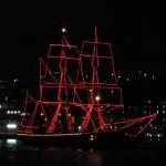 Bootsparade Stunden vor Mitternacht